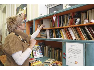Könyves szekrény 2