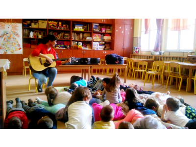 Zenés-mesés foglalkozás Töreky Zsuzsival